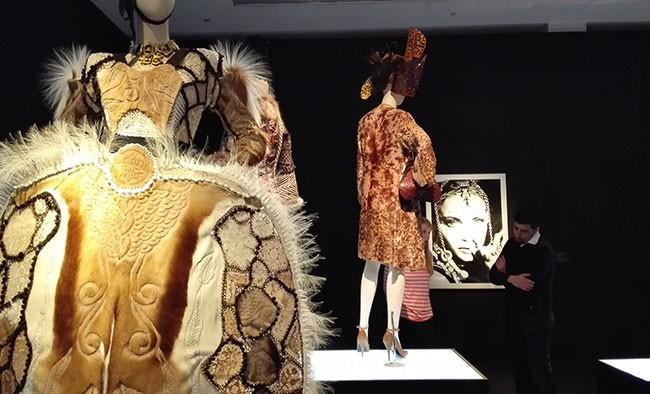 Outfit Gaultier Winterkollektion